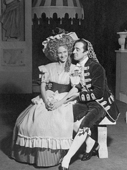 Vivi Gioi e Vittorio De Sica nel Matrimonio di Figaro, regia di Luchino Visconti 1946