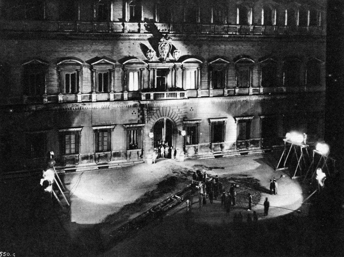 Si gira Tosca a Piazza Farnese, maggio 1940
