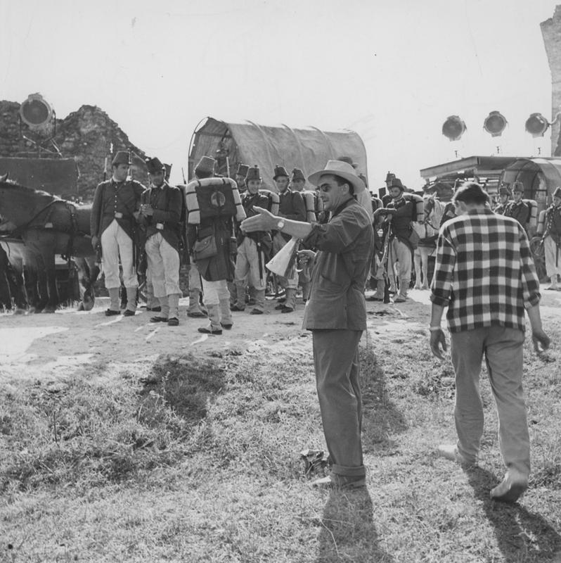 Luchino Visconti mentre dirige Senso